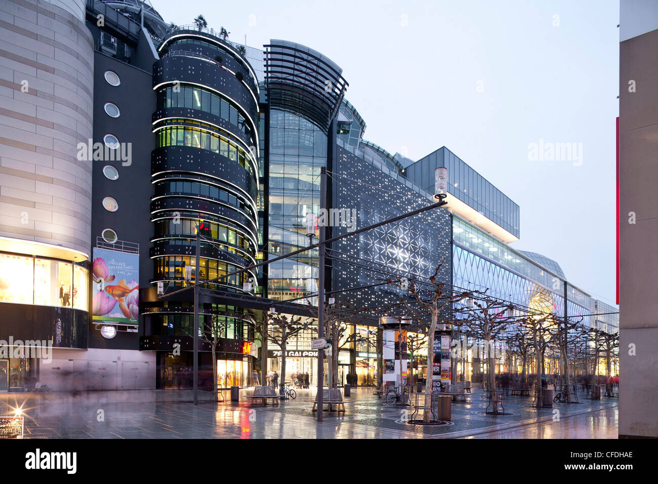 zeilgalerie and myzeil shopping centre in frankfurts city centre stock photo 43939574 alamy. Black Bedroom Furniture Sets. Home Design Ideas