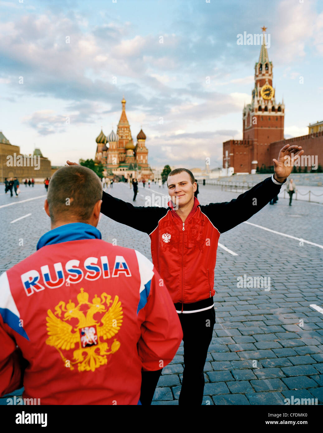 Young russians in front of the St. Basil's Cathedral on Red Square, Moscow, Russia, Europe - Stock Image