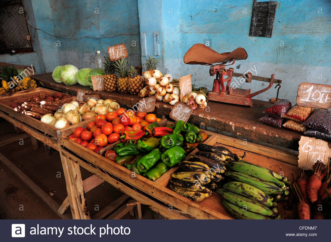 Fruit and vegetables in a greengrocers shop in the historic Old Town of Havana, Habana Vieja, city center of Havana, - Stock Image