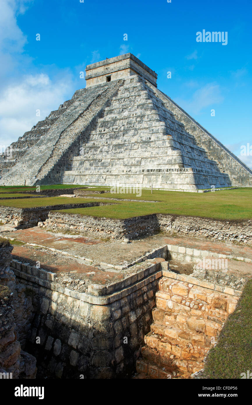 El Castillo pyramid (Temple of Kukulcan) in the ancient Mayan ruins of Chichen Itza, UNESCO World Heritage Site, Stock Photo