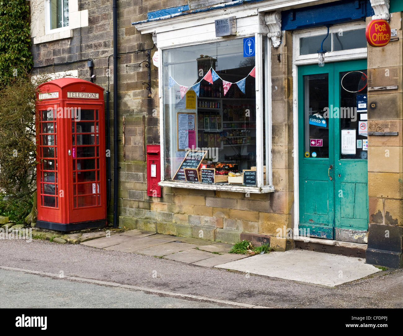 Post Office and telephone box in the small village of Longnor, Peak District, Staffordshire - Stock Image