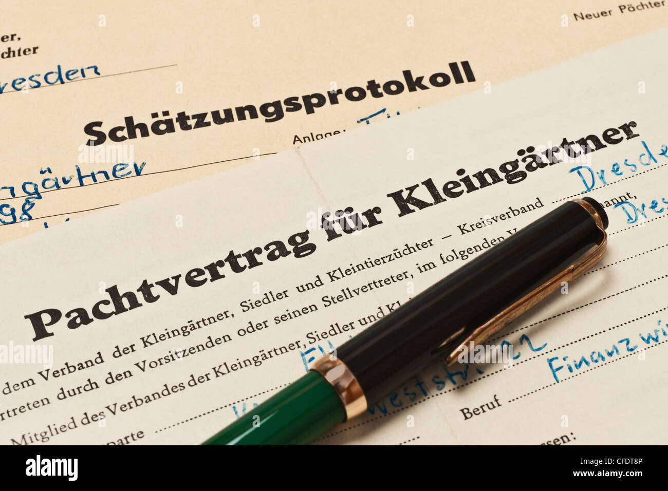 a lease contract for allotment holders, a assessment record from 1968, German language and a fountain pen - Stock Image