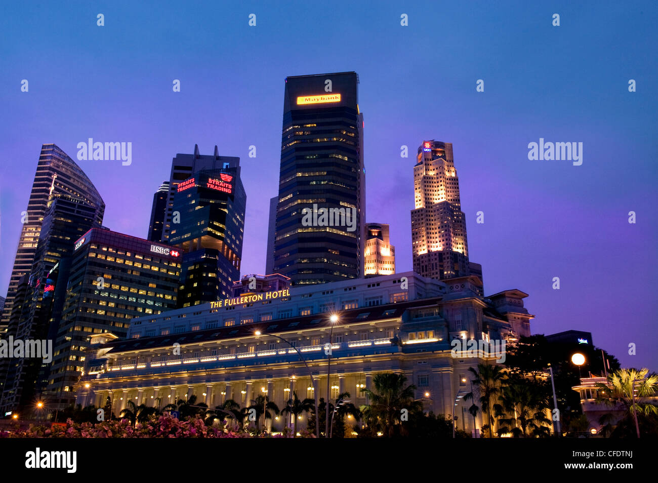 Skyline of the banking district of Singapore with Fullerton Hotel, Singapore, Southeast Asia, Asia - Stock Image