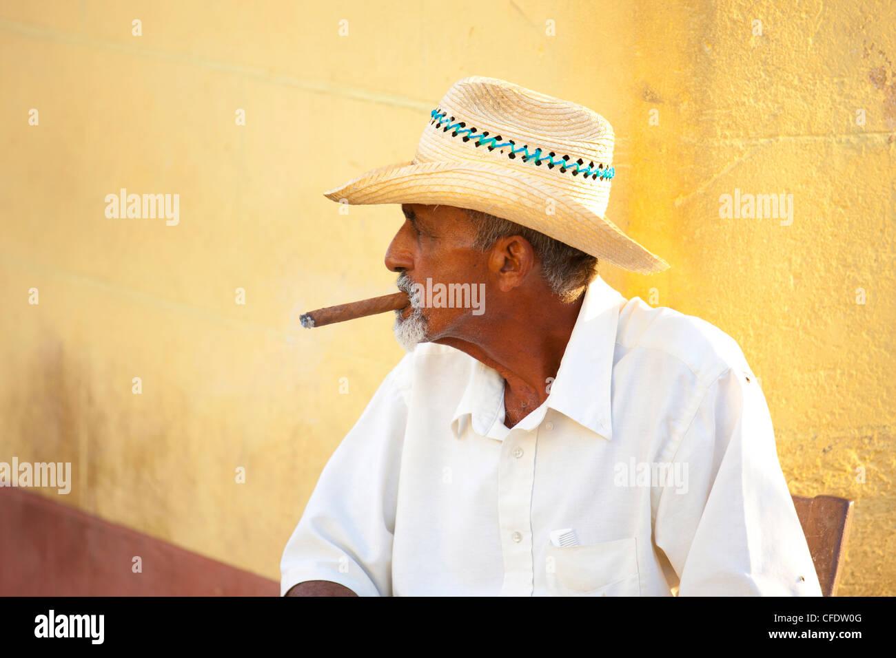 Cuba Man Cigar Stock Photos & Cuba Man Cigar Stock Images - Alamy