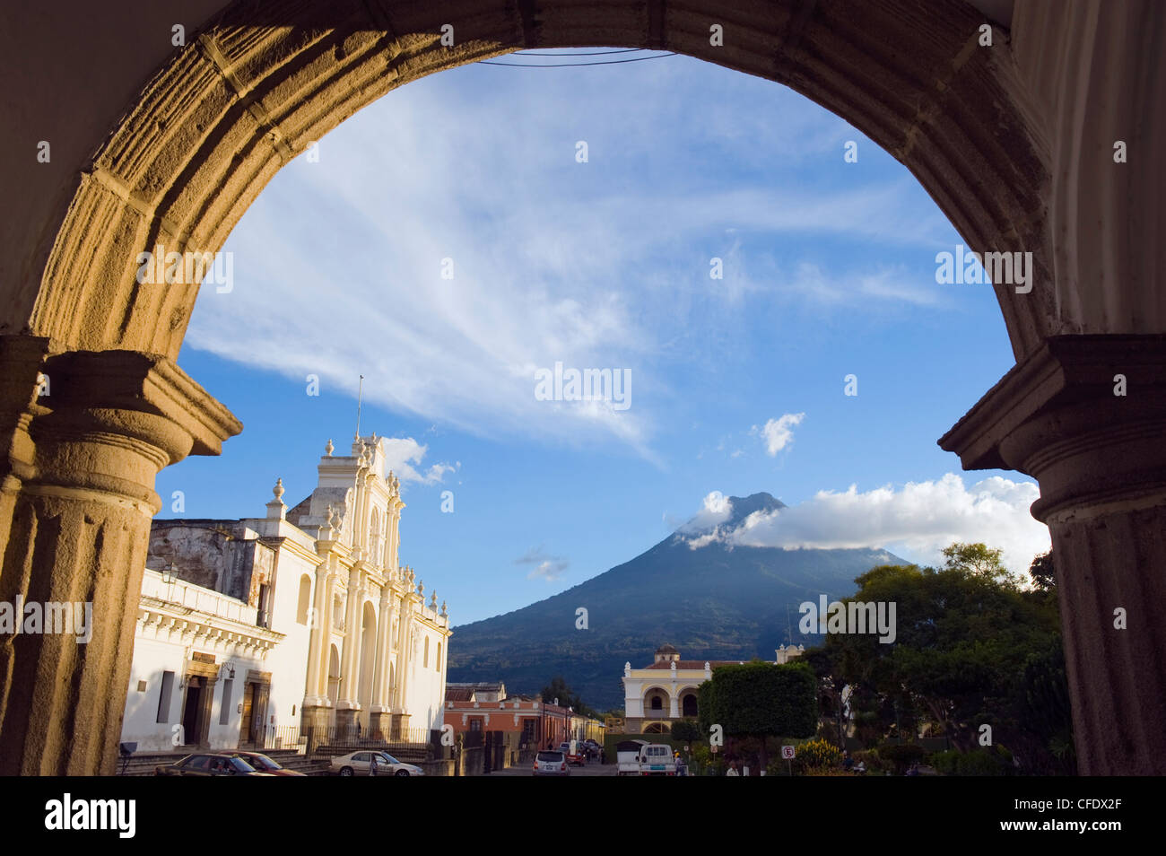 Cathedral and Volcan de Agua, 3765m, Antigua, Guatemala, Central America - Stock Image
