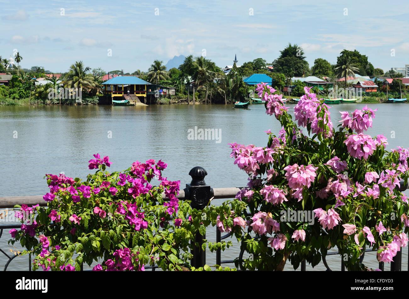 Sarawak River, Kuching Waterfront, Kuching, Sarawak, Borneo, Malaysia, Southeast Asia, Asia - Stock Image