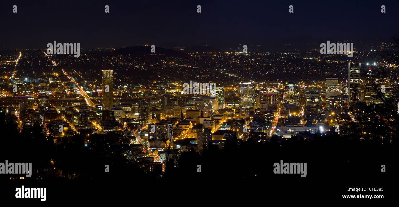 Night Scene of Portland Oregon Downtown Cityscape Panorama - Stock Image
