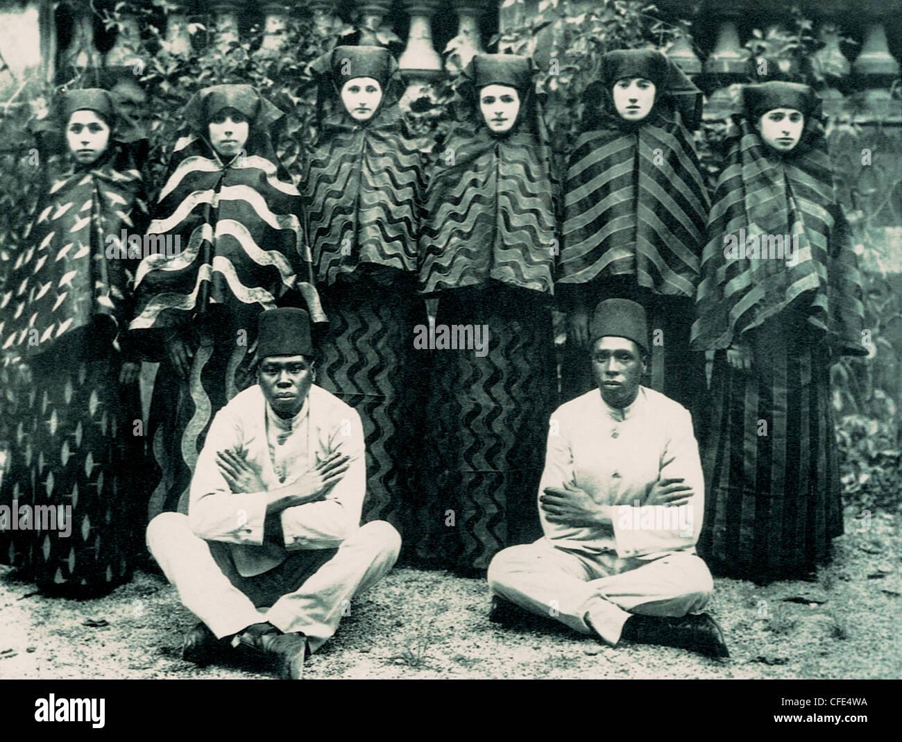 Last concubines and eunuchs of Ottoman Harem in 1909 Stock Photo