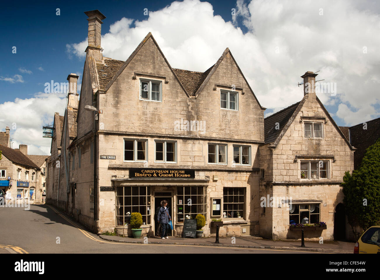 UK, Gloucestershire, Stroud, Painswick, The Cross, Cardynham House, Bistro and Guest House in late 15th century - Stock Image