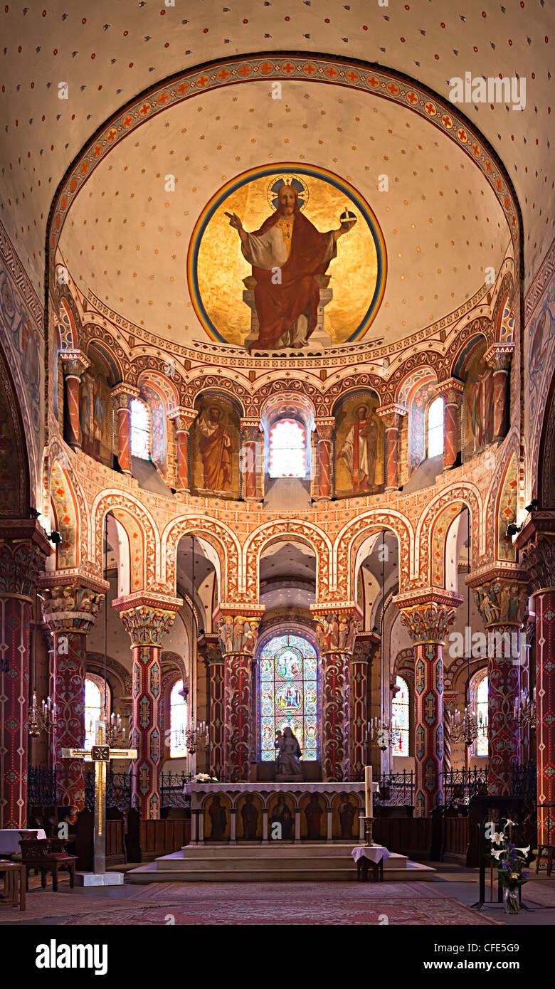 Abbatiale Romane Saint-Austremoine decorated church, Issoire, Puy-de-Dome, Auvergne, France - Stock Image