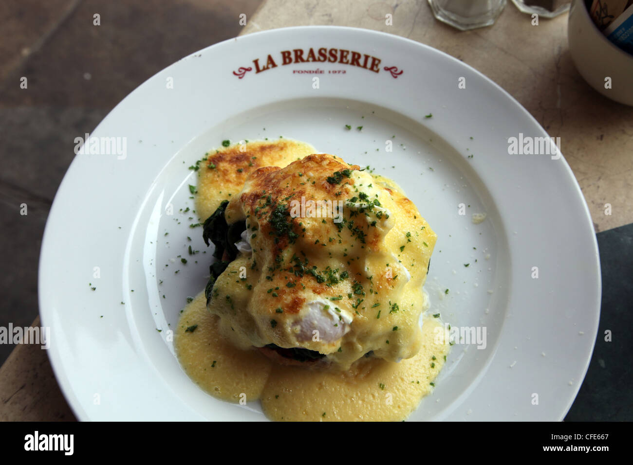 Oeufs Florentine as served at La Brasserie, Brompton Cross, London SW7 - Stock Image