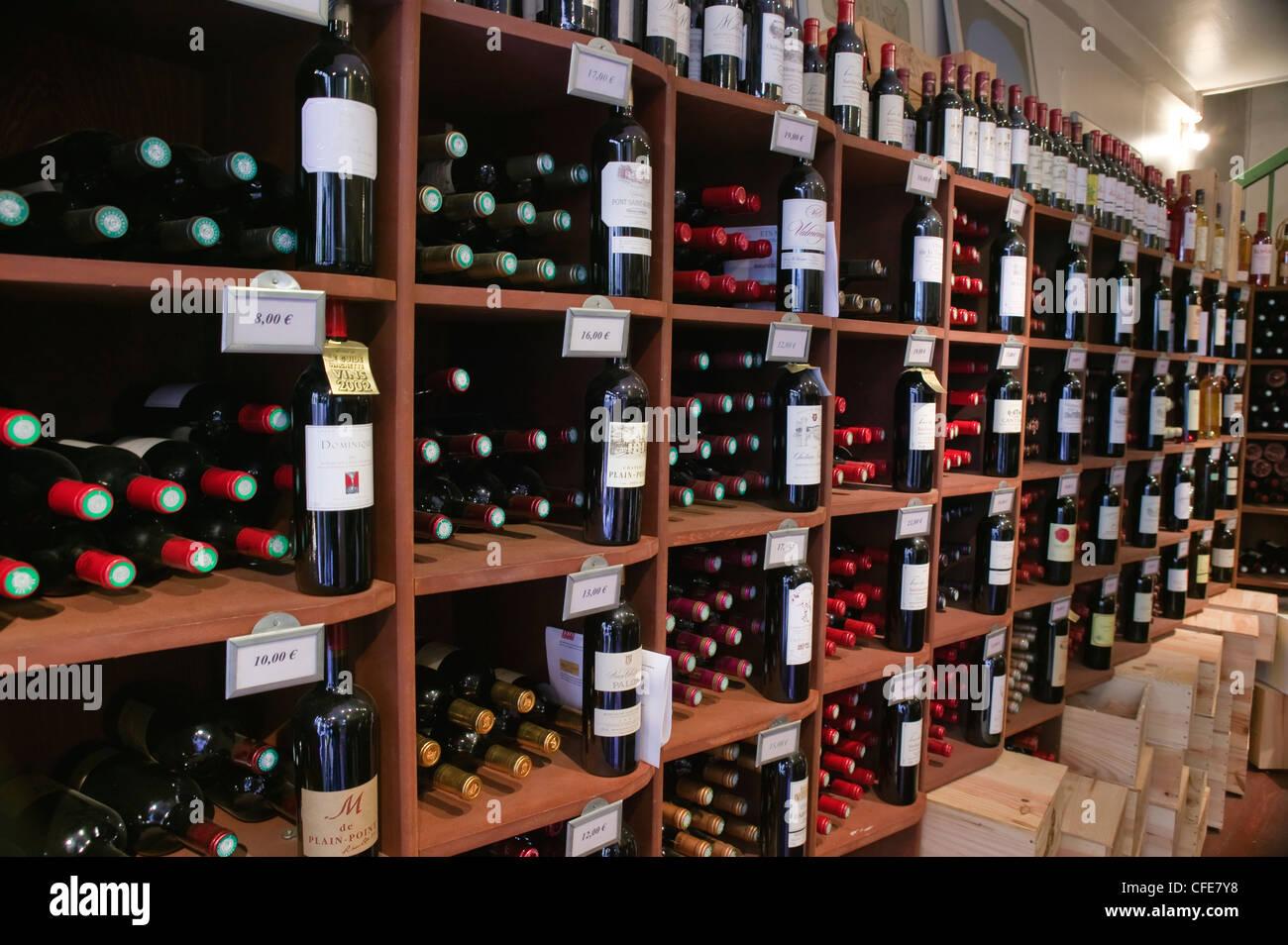 Vins de Prestige Rue Gaudet St Emilion Gironde Aquitaine France - Stock Image