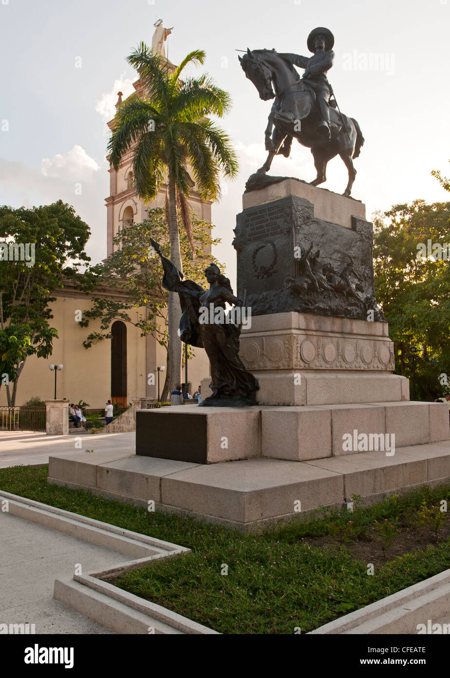 Statue in square in Camaguey, Cuba honouring the revolution against Spain. - Stock Image