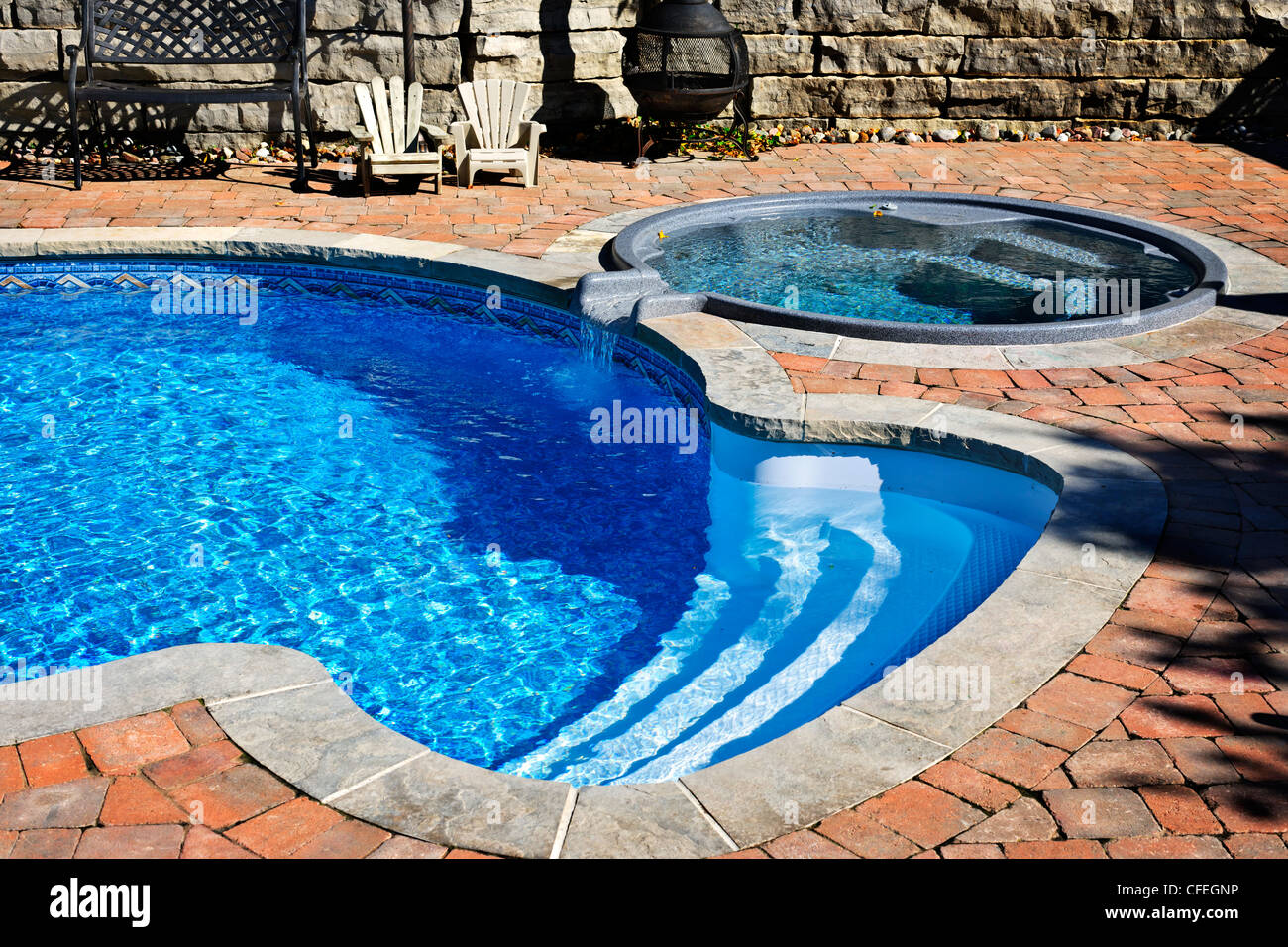 Outdoor Hot Tub Stock Photos & Outdoor Hot Tub Stock Images - Alamy