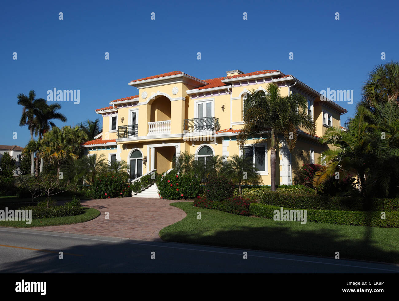 Large house in expensive neighborhood near the beach, Naples, Florida - Stock Image