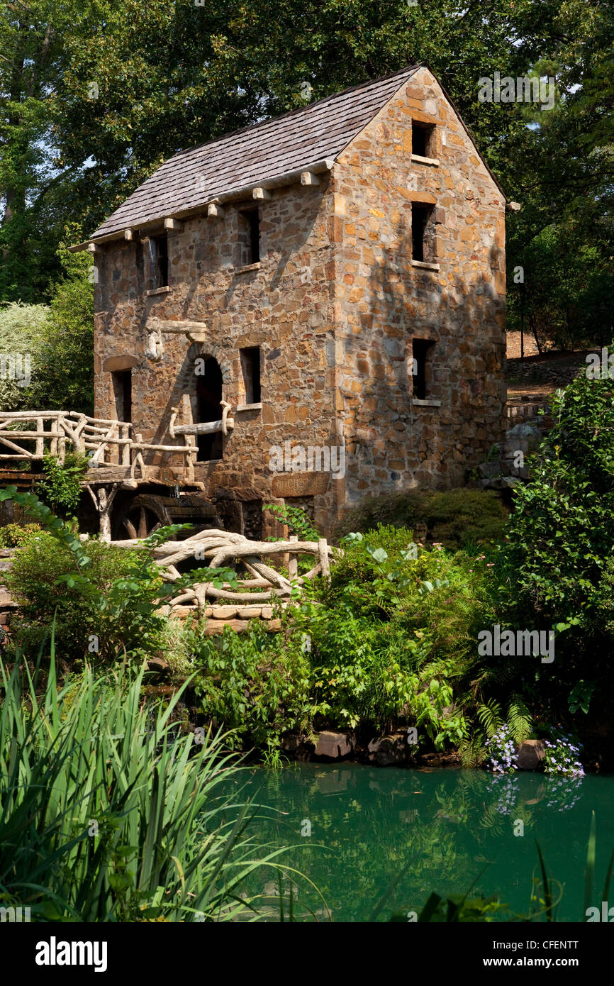River with old mill in the background, Pugh's Mill, Little Rock, Arkansas, USA - Stock Image