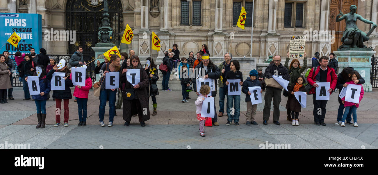 Paris, France, Anti Nuclear Power Activists Demonstrating on Anniversary of Fukushima Disaster, French People, Children, - Stock Image