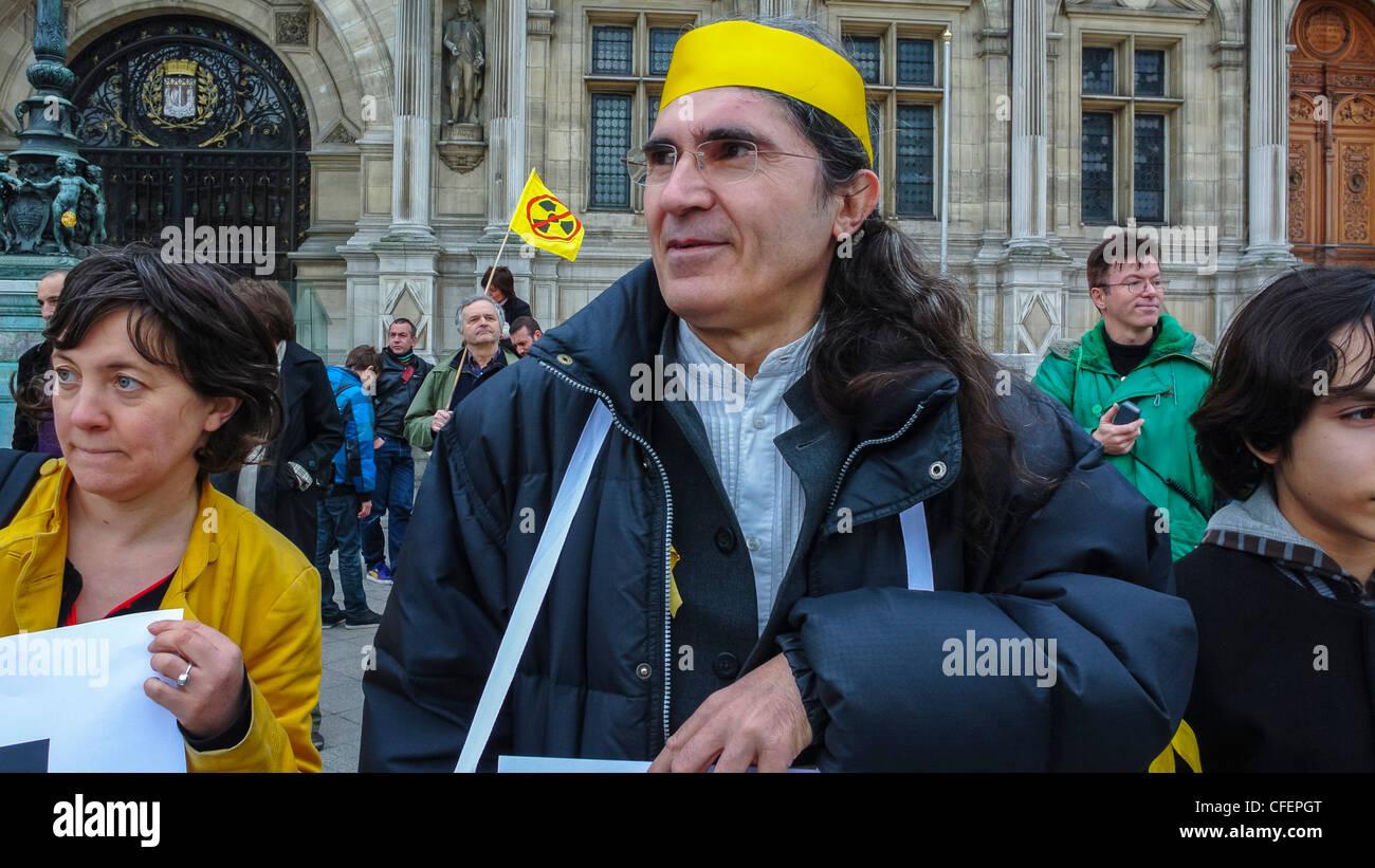 Paris, France, Anti Nuclear Power Activists Demonstrating on Anniversary of Fukushima Disaster, Portrait Senior - Stock Image