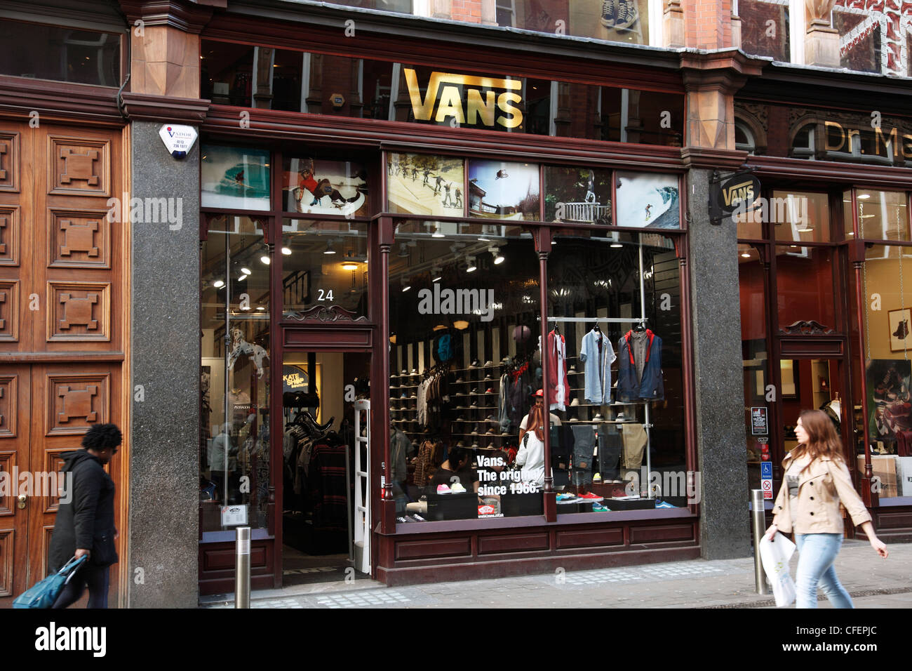 160084a069 Vans Store Stock Photos   Vans Store Stock Images - Alamy