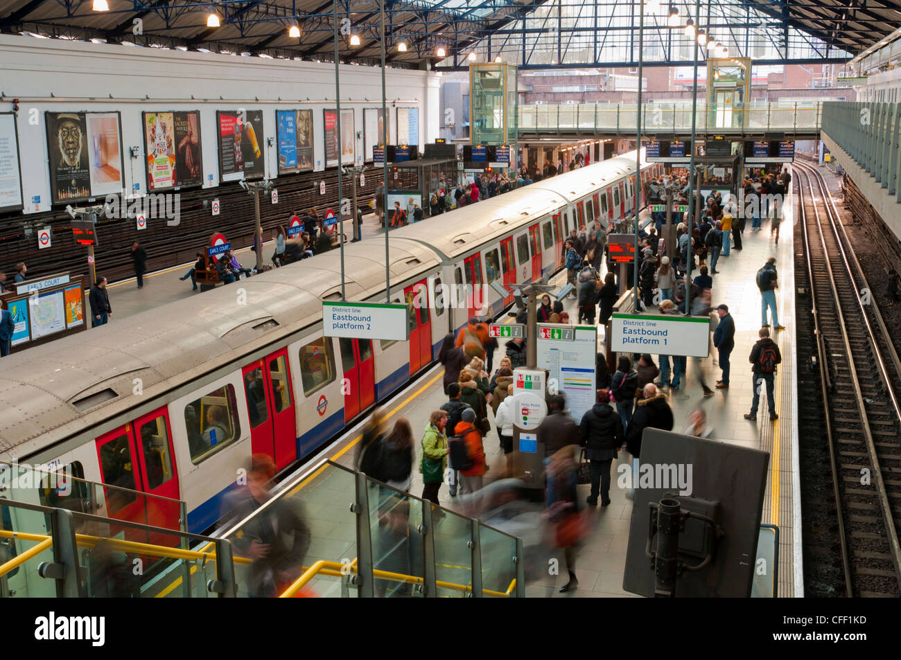 District Line platforms, Earls Court Underground Station, London, England, United Kingdom, Europe - Stock Image