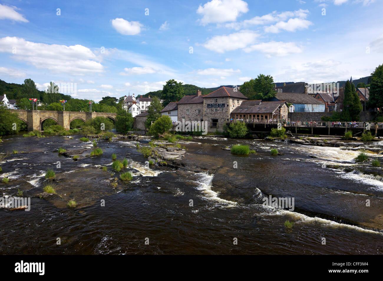 Stone bridge across the river Dee, Llangollen, Denbighshire, Wales, UK Stock Photo