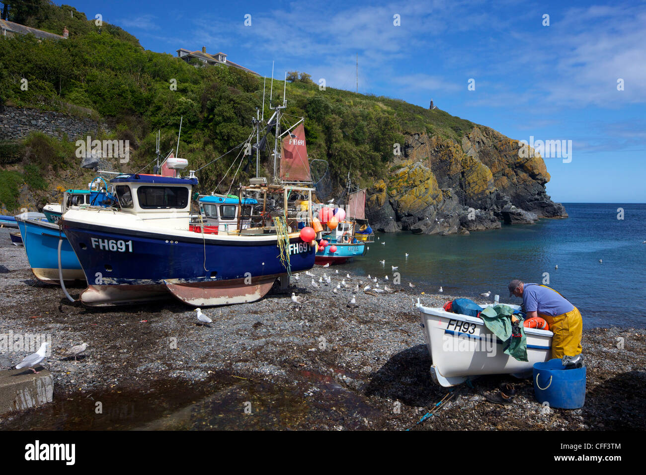 Cornish fisherman on beach at Cadgwith, Lizard Peninsula, Cornwall, England, United Kingdom, Europe - Stock Image