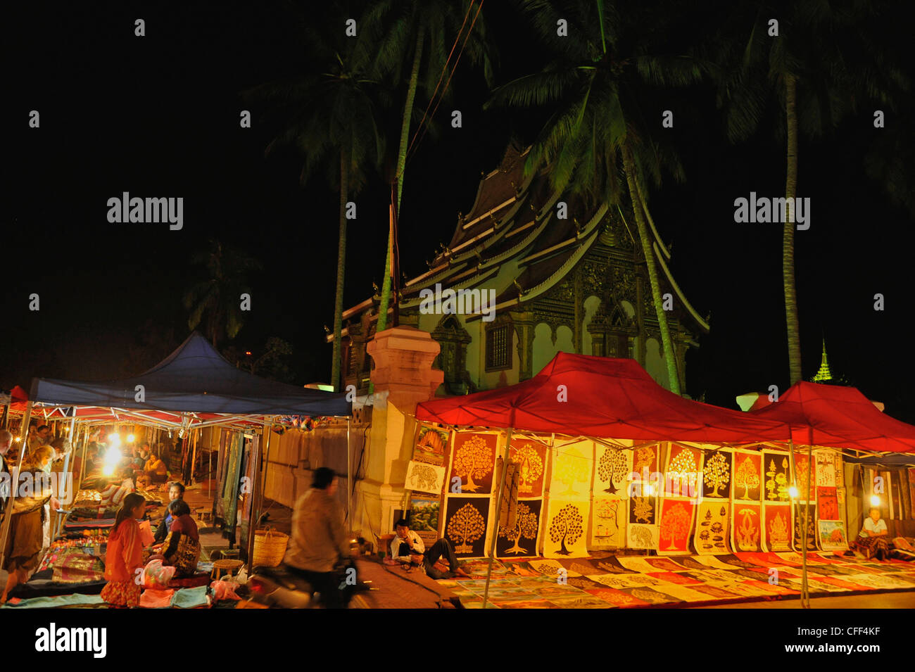 Nightmarket in front of Wat Ho Pha Bang, Part of the Royal Palace, Luang Prabang, Laos - Stock Image