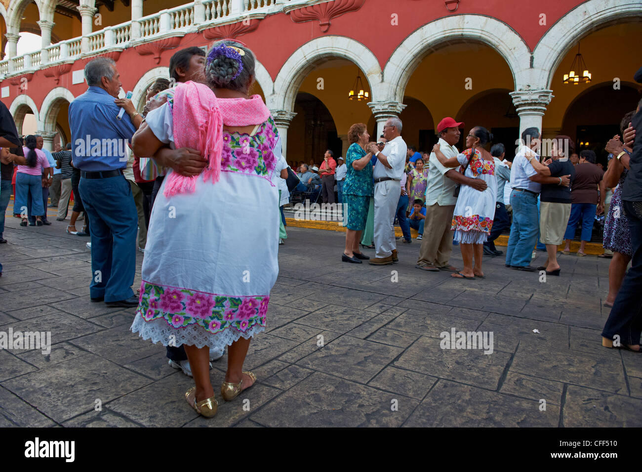 Mexican dancers and musicians outside municipal palace, Square of Independence, Merida, Yucatan state, Mexico, - Stock Image