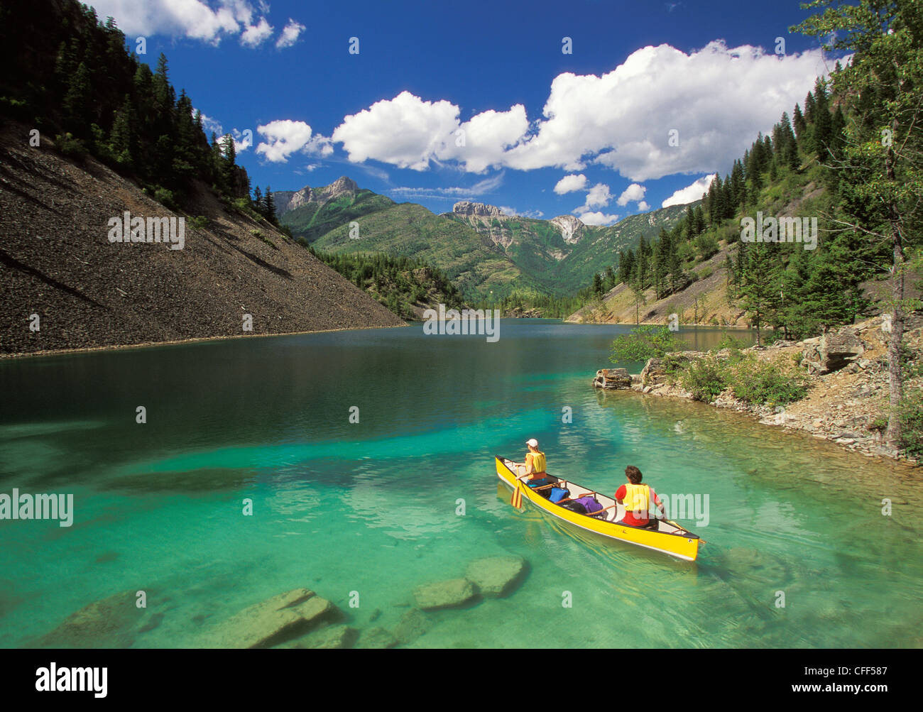 Young couple canoeing on lower silver springs lake in elk for Silver lake washington fishing