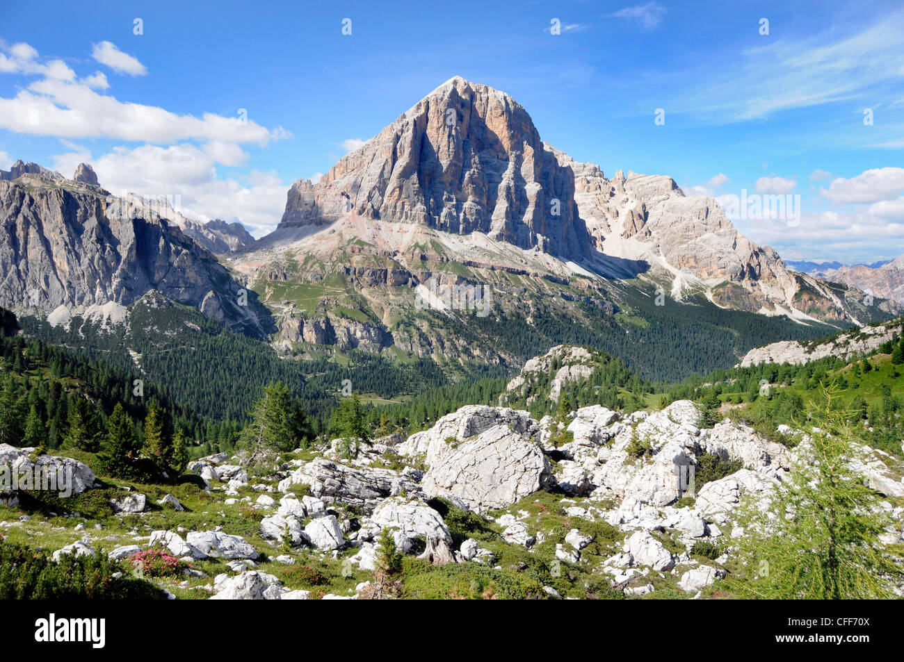 Mountain scenery in the sunligth, Dolomiti ampezzane, Alto Adige, South Tyrol, Italy, Europe - Stock Image