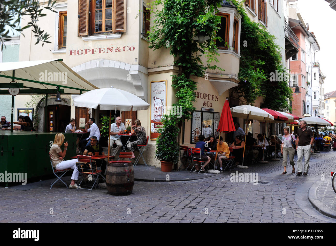 People in restaurants at the old town, Bolzano, South Tyrol, Alto Adige, Italy, Europe - Stock Image