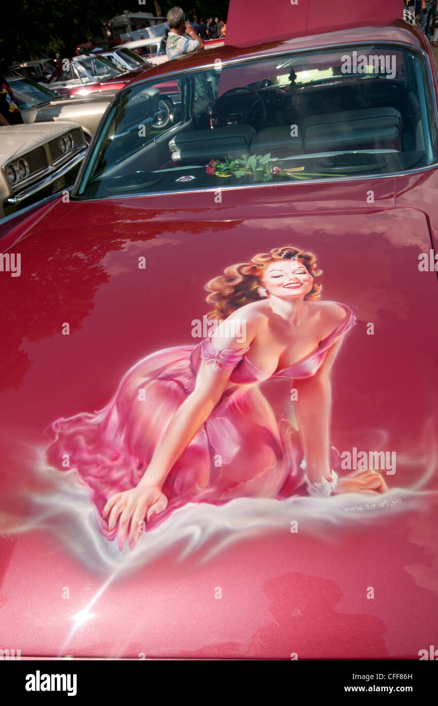 Glamorous girl painted on the boot of an American 1950's car - Stock Image