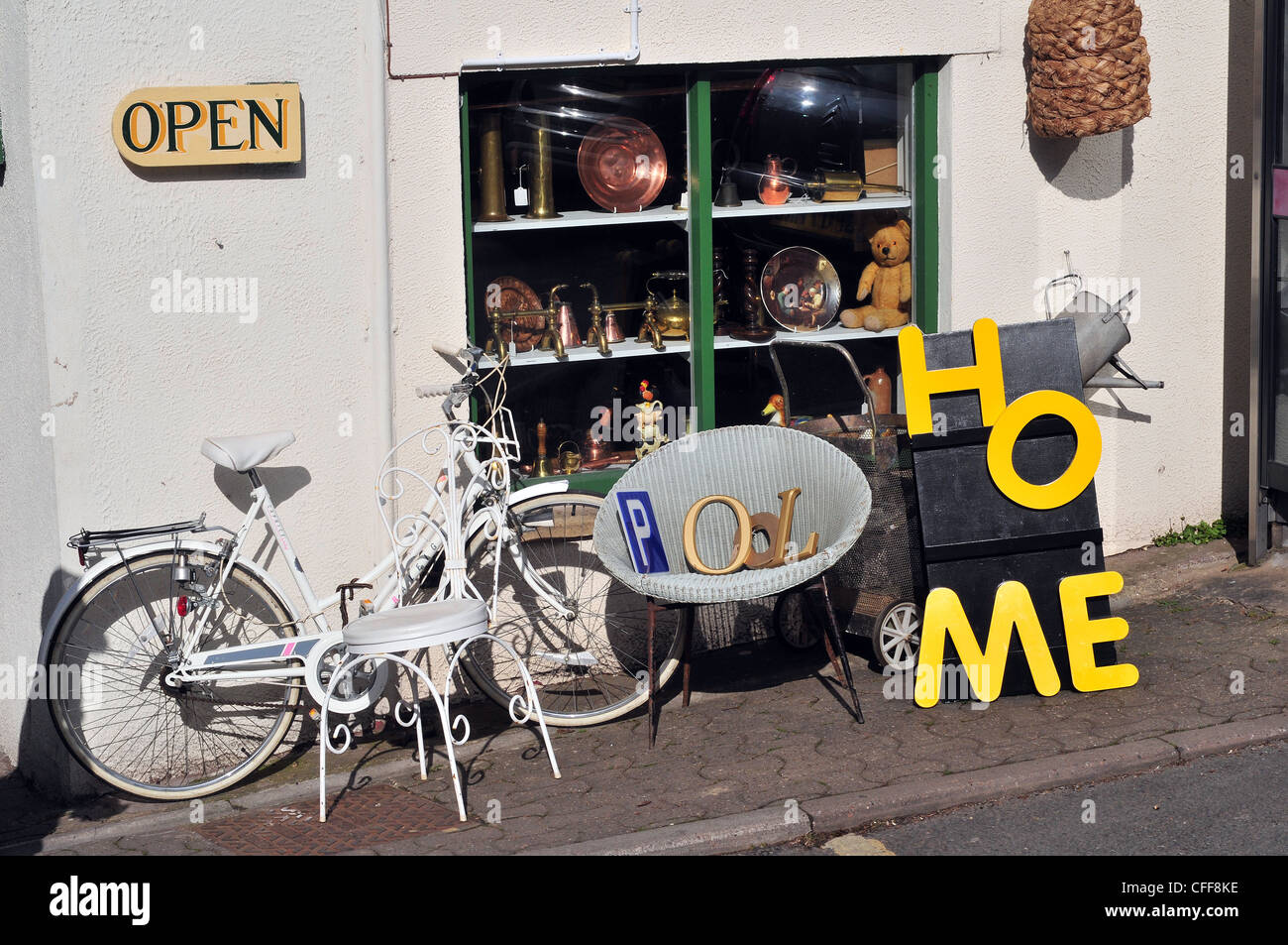 Collectible goods displayed on the pavement outside a shop in Hay-on-Wye - Stock Image