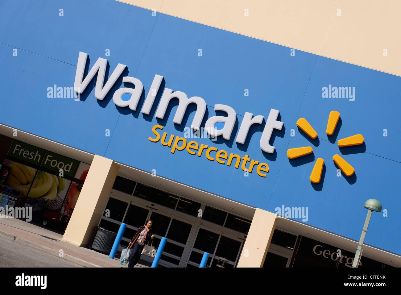 Walmart Store Sign Supercentre Stock Photos & Walmart Store Sign ...