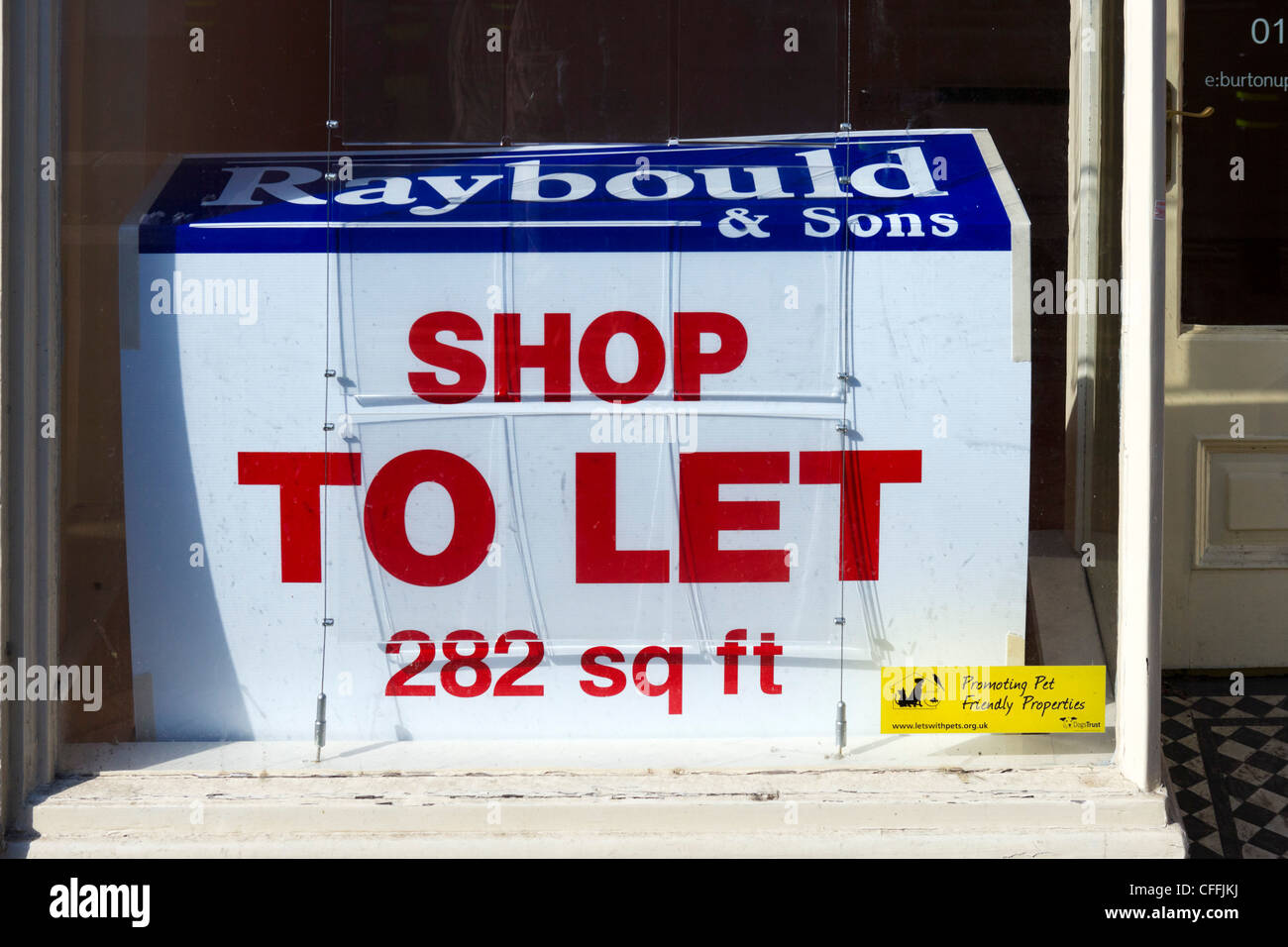 Empty shop to let on the High Street in Burton-upon-Trent, Staffordshire, England, UK - Stock Image