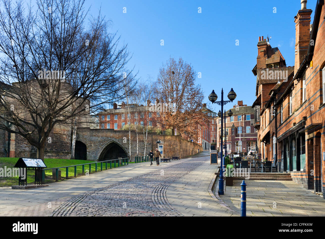 Castle Road with the walls of Nottingham Castle to the left, Nottingham, Nottinghamshire, England, UK - Stock Image