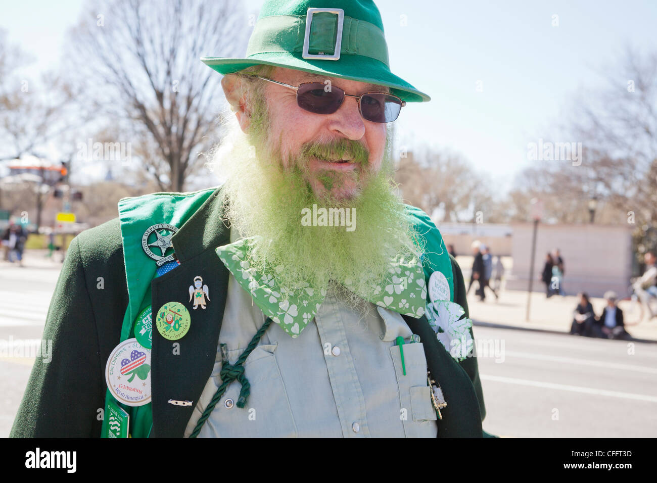 An elderly man with a green beard at a St. Patrick's Day parade - Stock Image