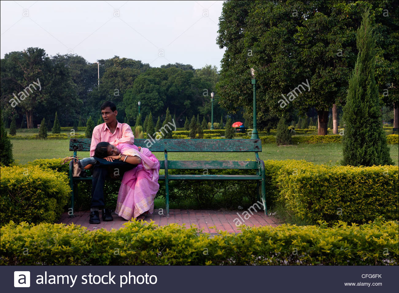 A Couple Steals A Private Moment In The Gardens Of The Victoria Memorial.    Stock Amazing Pictures