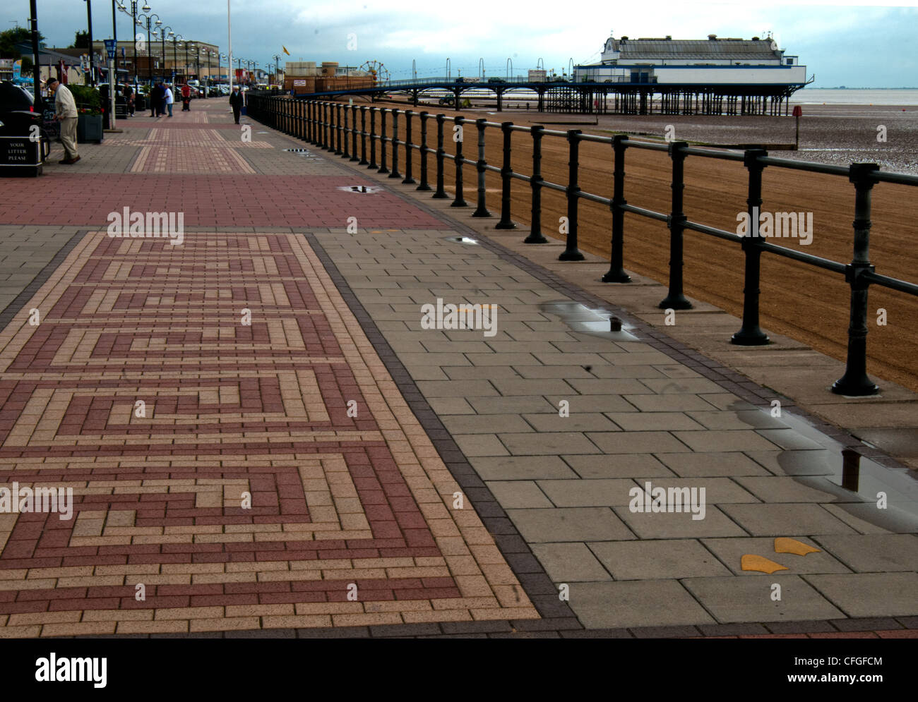 lincolnshire cleethorpes pier and lovely clean beach - Stock Image