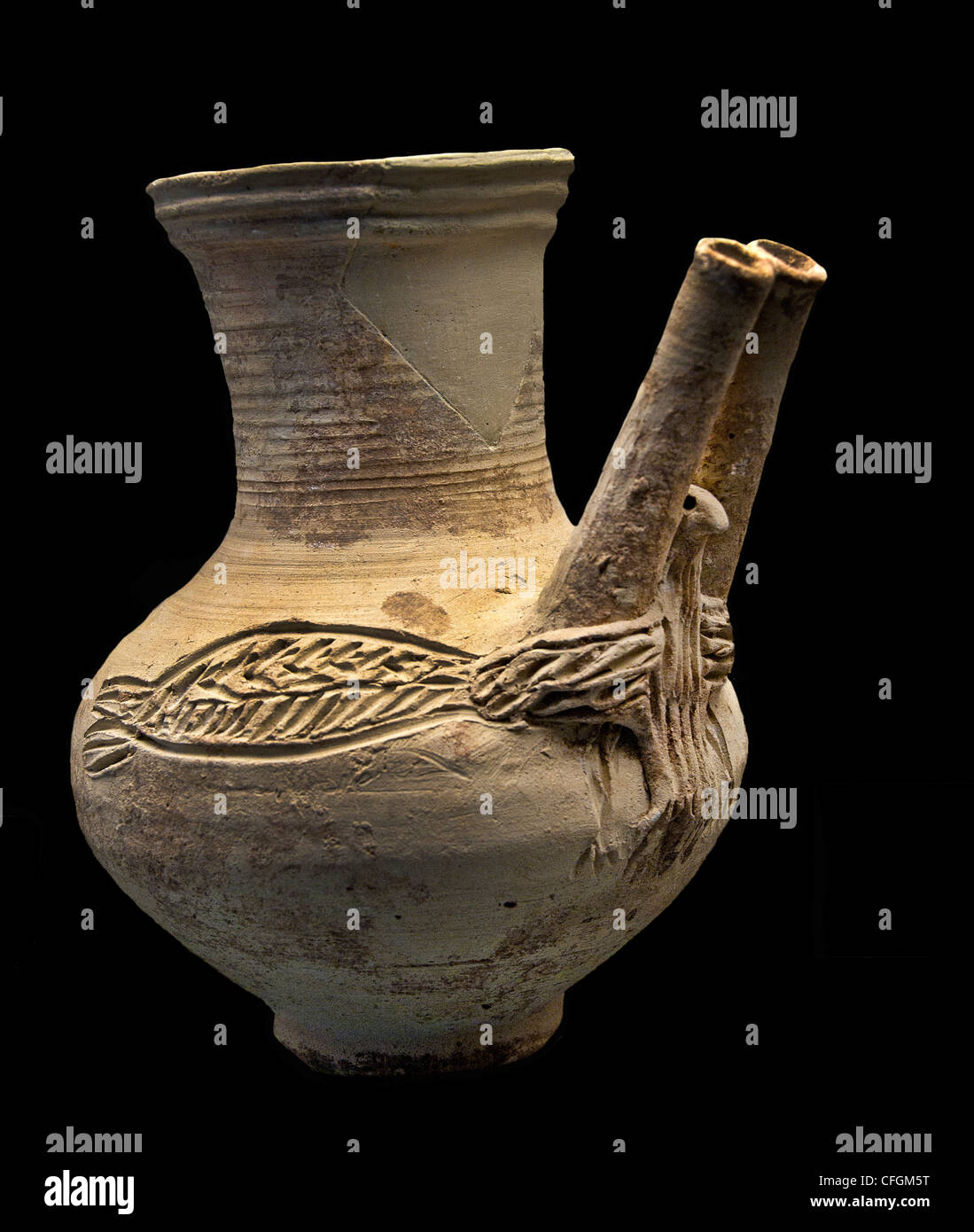Beaks globular vase binoculars 4500 - 3500 BC Terracotta Chalcolithic northern Syria Stock Photo