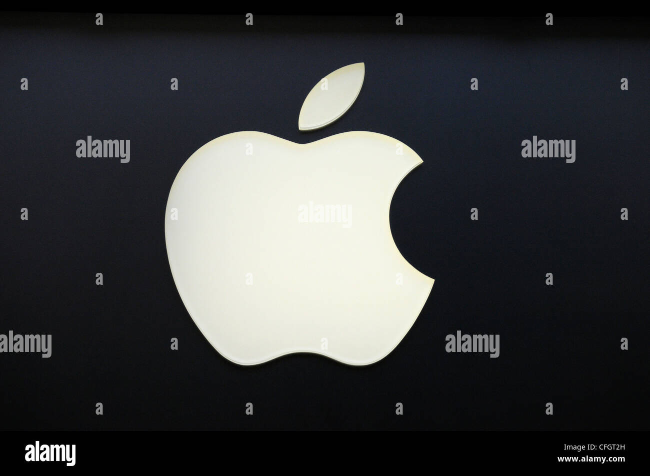 apple logo sign stock photos & apple logo sign stock images - alamy