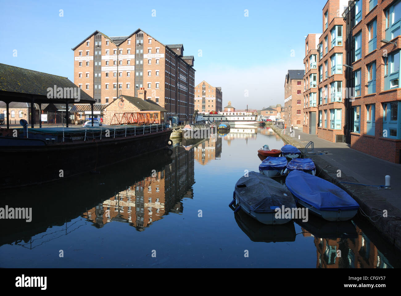 Barge Arm at Gloucester Docks, UK, showing grain warehouse converted to the National Waterways Museum. - Stock Image