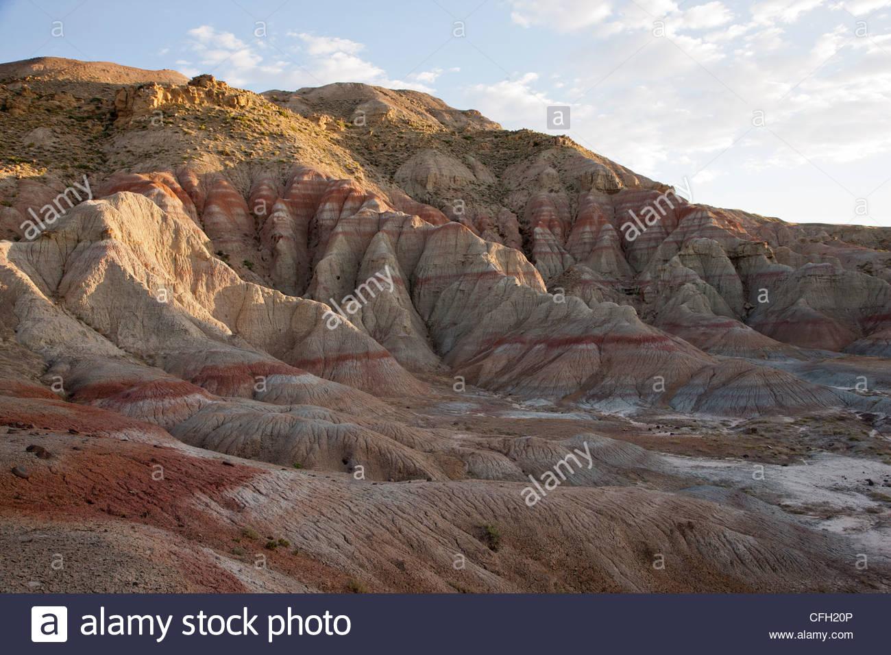 Red rust bands of oxidized soil mark the Paleocene Eocene Thermal Maximum. - Stock Image