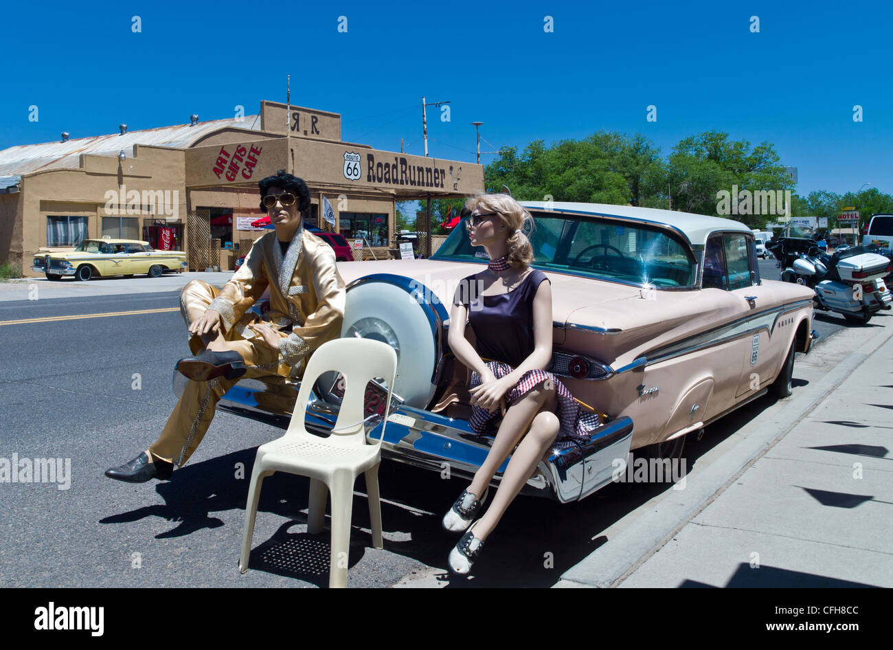 USA, Arizona, Seligman, old car and dummies on Route 66 - Stock Image