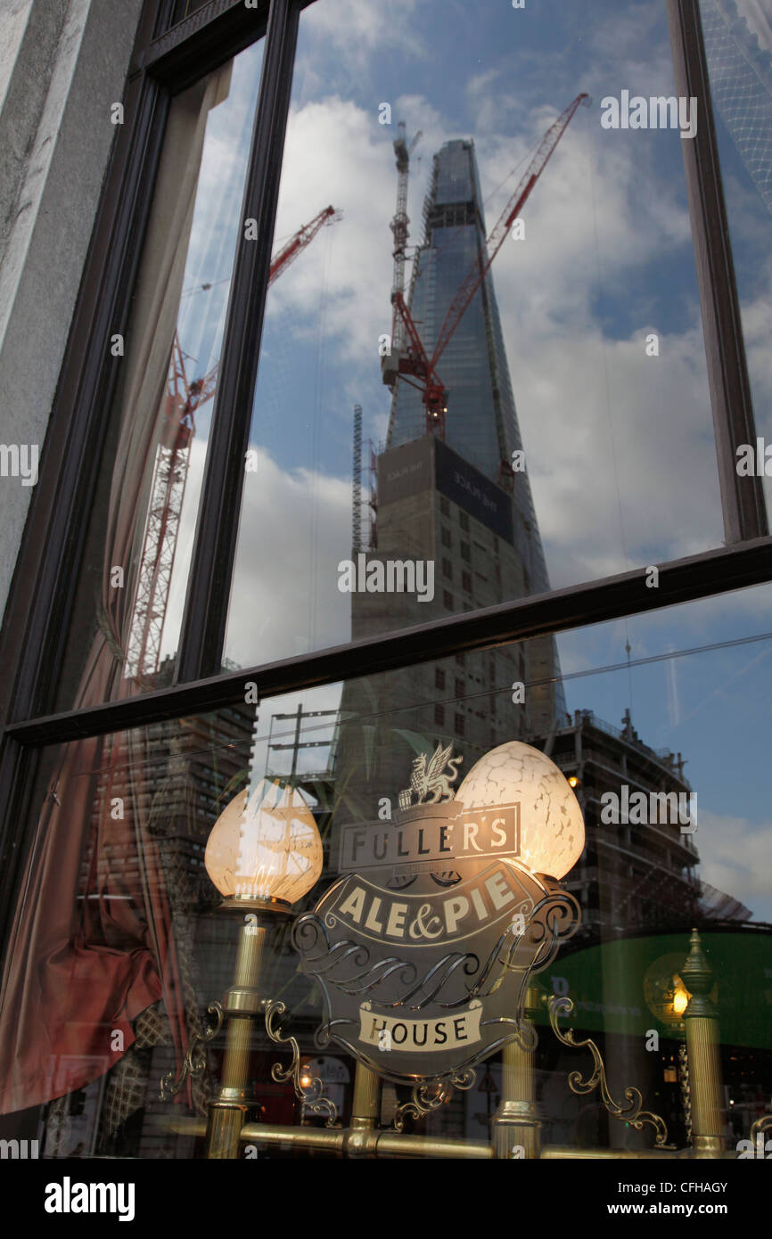 REFLEXION OF THE SHARD TOWER BLOCK NEAR LONDON BRIDGE, THE TALLEST BUILDING IN THE UK TO BE COMPLETED FOR THE 2012 - Stock Image
