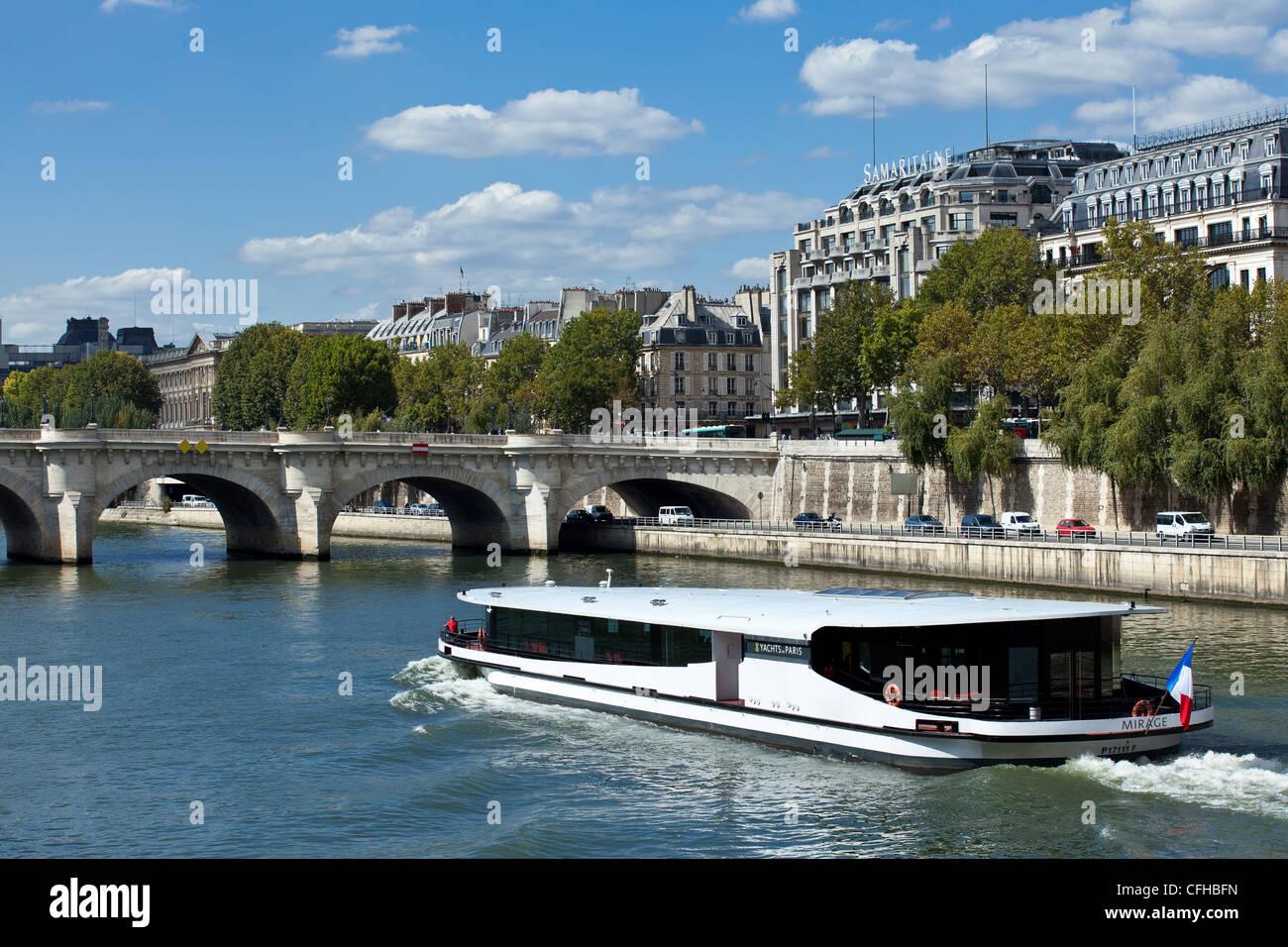 France, Île-de-France, Paris, Bateau Mouche on the Seine river - Stock Image