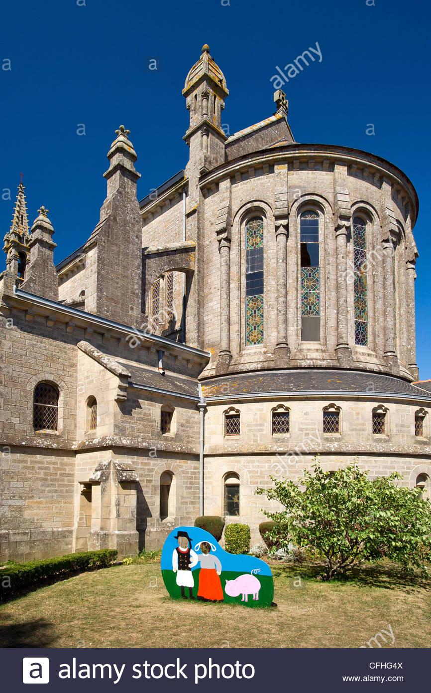 Pont-Croix : Notre-Dame-de-Roscudon church - Brittany - France - Stock Image