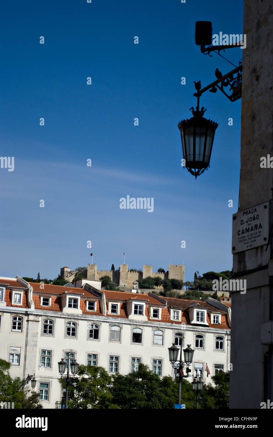 View of Saint George Castle, Castelo Sao Jorge, taken in the Rossio district, central Lisbon, Portugal, Europe - Stock Image