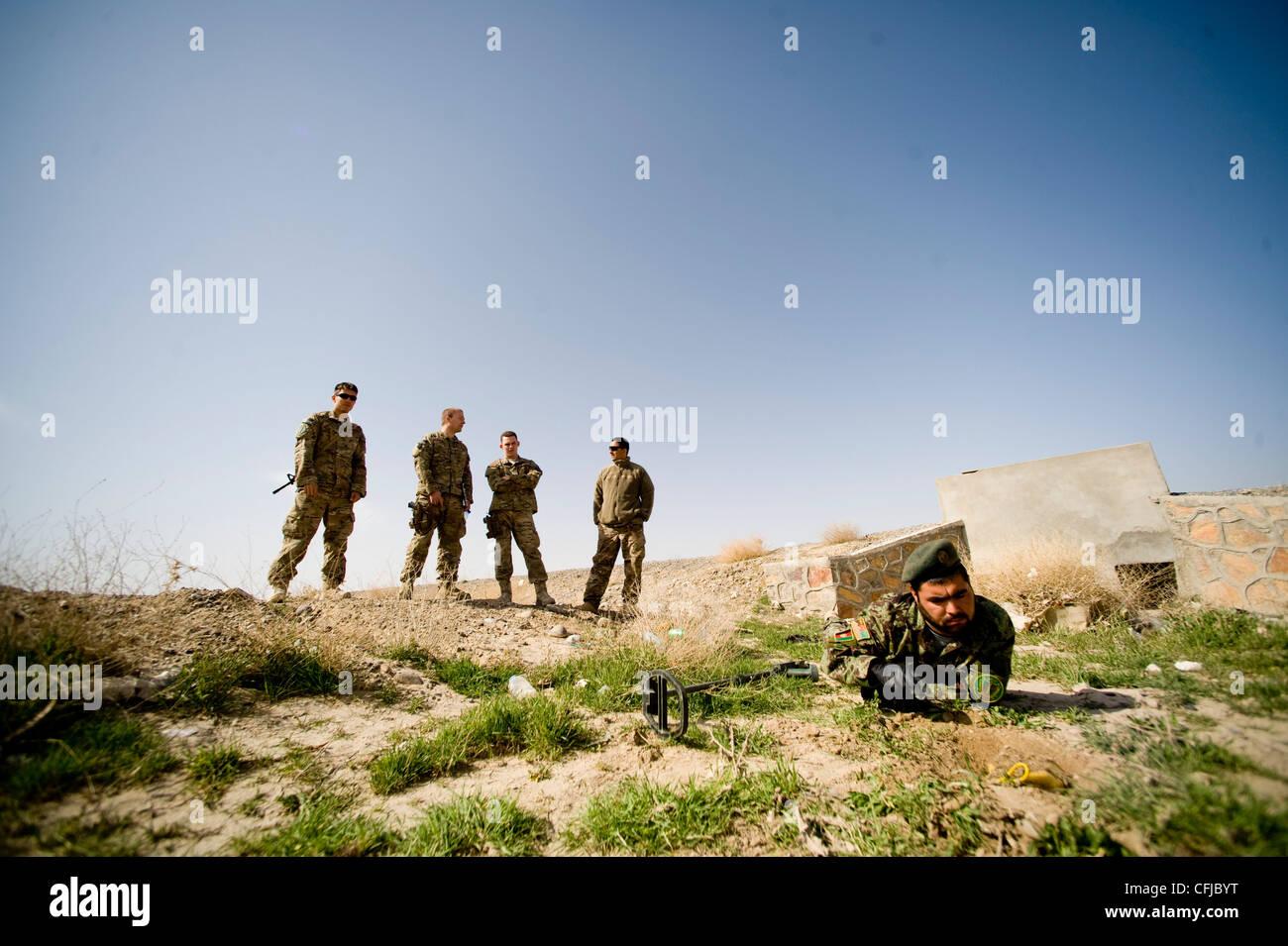 KANDAHAR, Afghanistan - Fakhr Uddin, an Afghan National Army soldier, trains while Explosive Ordnance Disposal Airmen - Stock Image