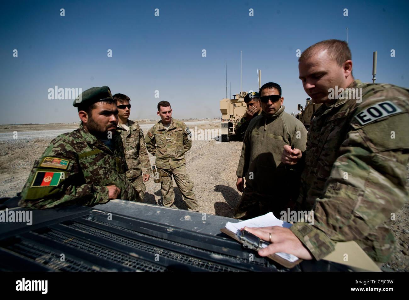 KANDAHAR, Afghanistan - Staff Sgt. Dave Hewitt (far right), 966th Explosive Ordnance Disposal Flight Operating Location - Stock Image